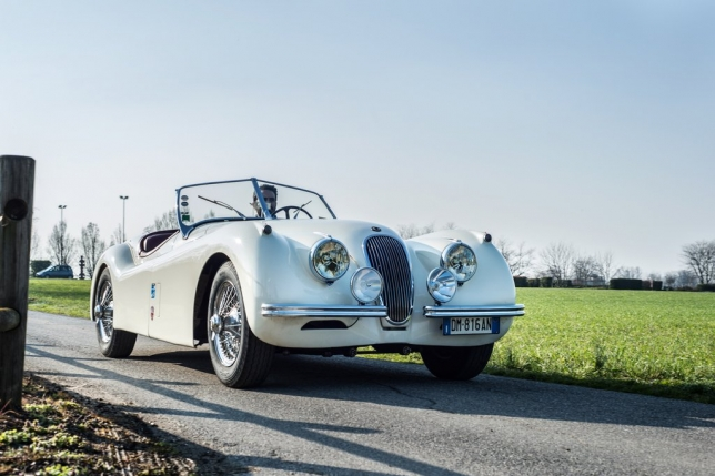 jaguar-xk120-su-xa-xi-cua-toc-do